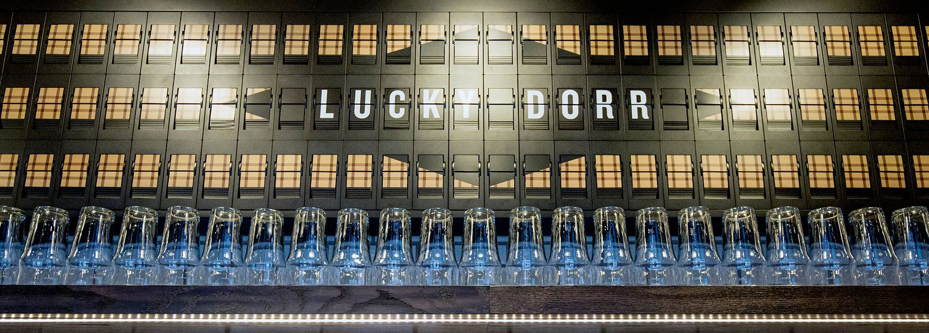 Lucky Dorr, success through social media and split flap