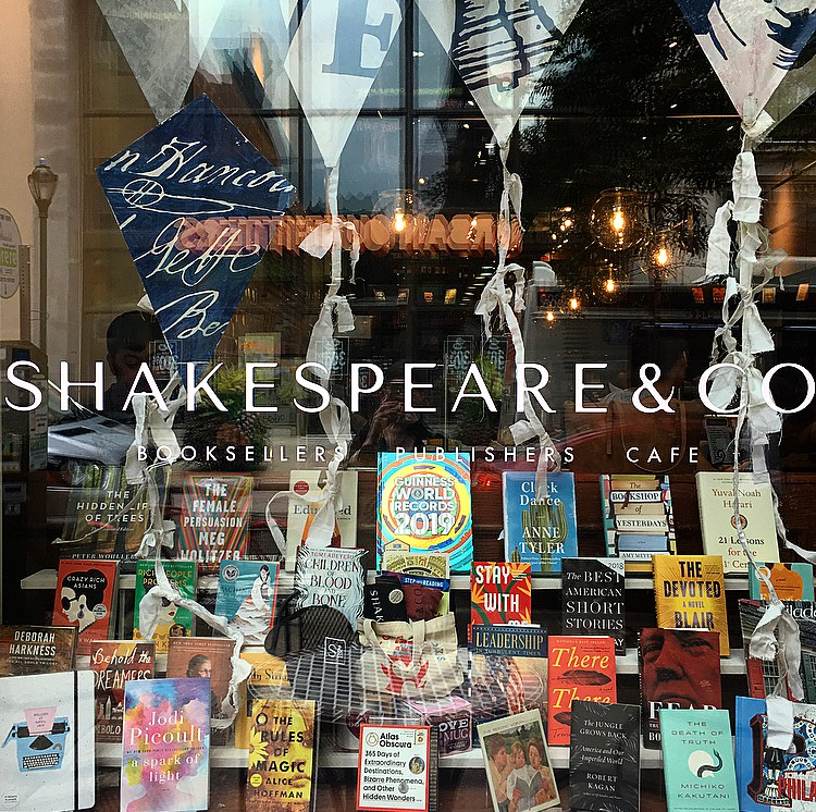 Shakespeare and co Split Flap